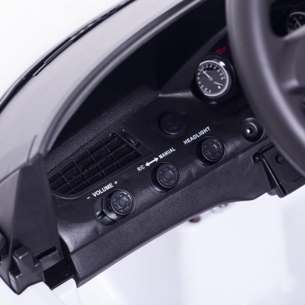 Motorgeräusche und MP3 Anschluß